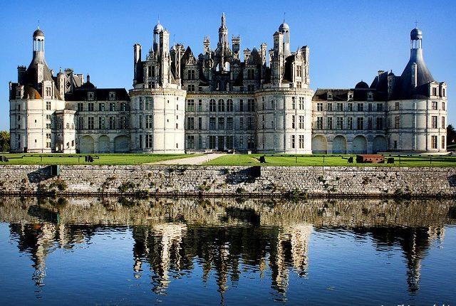 Jika Dijual, Berapa Ya Harga Kastil dalam Film Beauty and The Beast?