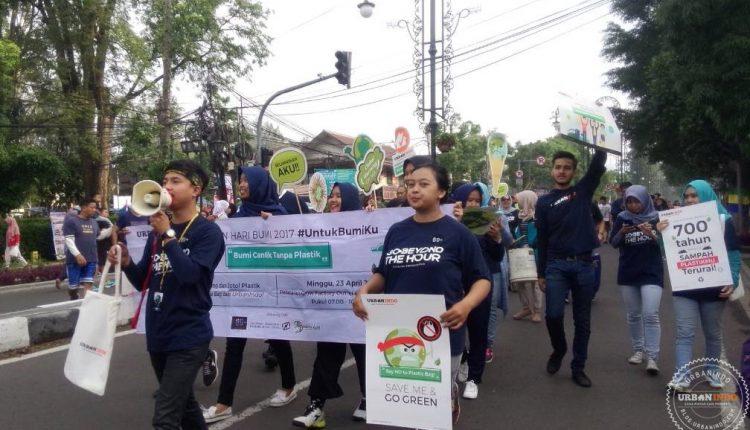 Rayakan Hari Bumi 2017, UrbanIndo Bagikan Reusable Bag Gratis di Bandung
