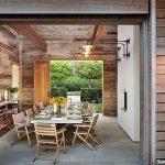 Pilihan Pintu Geser Kayu yang Mampu Hidupkan Suasana Ruang Makan