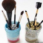 Meja Rias Selalu Rapi dengan Wadah Kuas Makeup Bikinan Sendiri