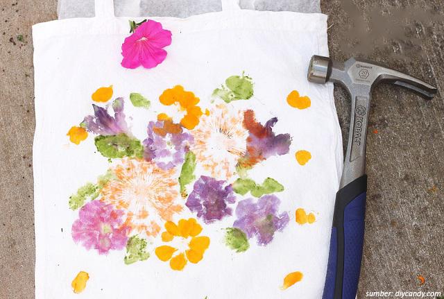 Cara Mempercantik Tas Belanja Lipat dengan Bunga Alami. Hasilnya Unik!